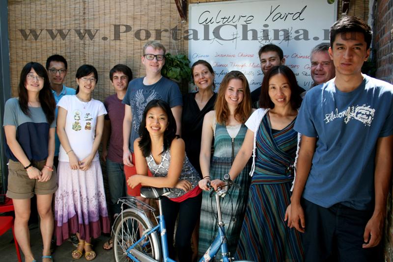 Преподаватели – носители языка, имеющие профессиональное образование по преподаванию китайского языка как иностранного и прошедшие специальный тренинг в Школе