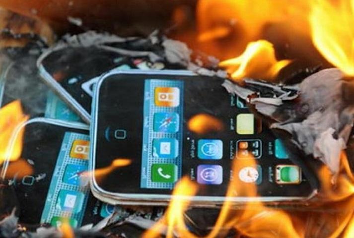 Beijing-burn-iPhones-Tomb-Sweeping-day