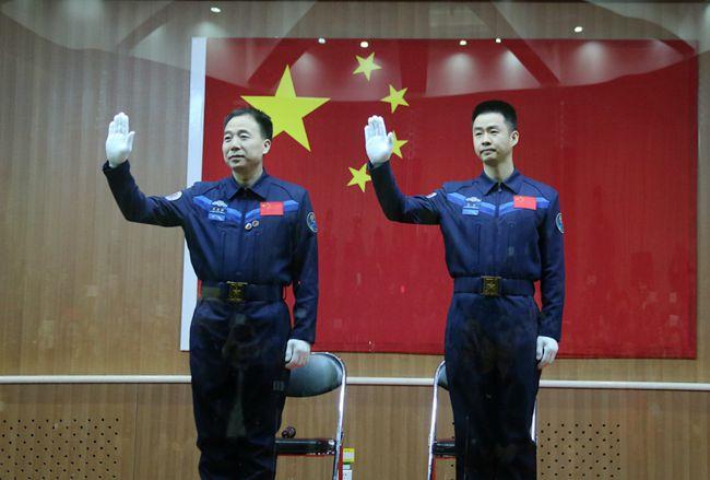 Запуск шестого пилотируемого космического корабля КНР
